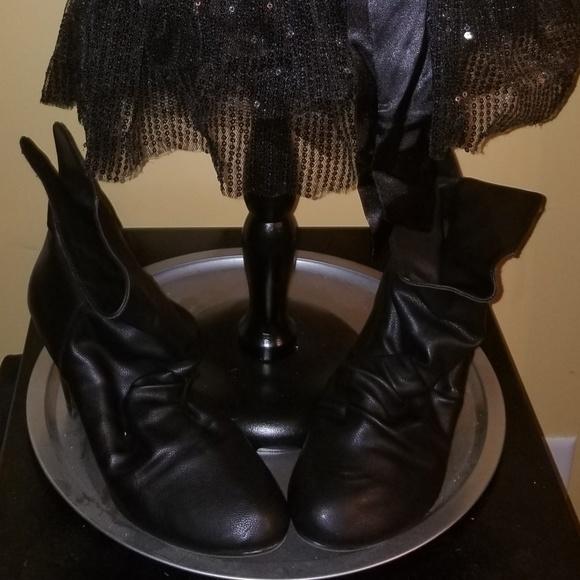 Shoes - Low heel booties